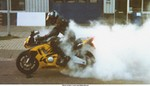 Stunts Honda CBR600F3, Incredible smoke made by 'Tha GT Turbo Supersport Quiz'. There goes another $200 tire up in smoke, time for a renewal.