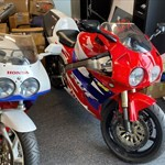 Production (Stock) Honda RC45 RVF750, a motorcycle parked in a room a Honda RC45 RVF750 Sportbike parked in a room