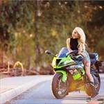 Women Kawasaki Ninja ZX-6R, a person riding on the back of a motorcycle a person riding on a Kawasaki ZX-6 and ZZR600 Sportbike