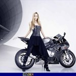 Women BMW r850r, Leslie Porterfield sitting on a motorcycle Leslie Porterfield sitting on a BMW r850r Sportbike
