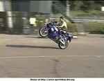 Stunts Yamaha YZF-R1, Wheelie on a Yamaha R1.